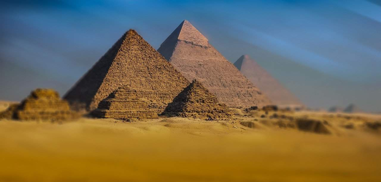 What can I experience during my Egyptian holiday?